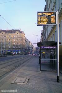 28.01.2012, Nowe wyświetlacze na przystanku na Stawowej. fot. Przemysław Kędzierski