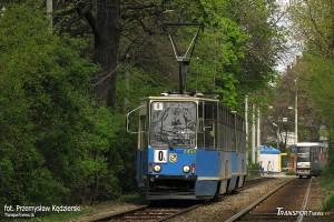 23.04.2008, Skład #2454+2453 rozpoczyna swój długi kurs wokół miasta na linii 0L. fot. Przemysław Kędzierski.