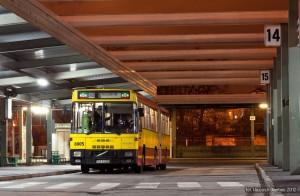 """1.04.2012, Wrocław, Dworzec Autobusowy. Volvo - Jelcz na """"szczytowej"""" brygadzie linii 245 oczekuje na pozostałe autobusy, które zaraz zjawią się na dworcu. fot. Wojciech Dembski."""