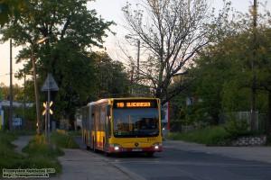 18.05.2013, Wrocław ul. Sołtysowicka. Mercedes na linii 119 przekracza łącznicę kolejową Sołtysowice - Osobowice.