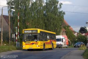 21.05.2013, Wrocław ul. Kowalska. Jelcz na linii 118 przekracza linię kolejową do Jelcza-Laskowic.