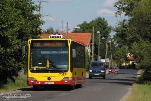 24.07.2013, Wrocław ul. Jarnołtowska. Mercedes na linii 109 zmierza w kierunku Jarnołtowa.