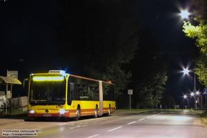 """25.08.2013, kraniec """"Iwiny (Rondo)"""". Mercedes pauzuje na tej improwizowanej pętli pomiędzy Wrocławiem, Iwinami a Żernikami Wrocławskimi."""
