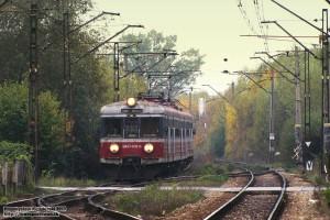 11.10.2013 |Długołęka| EN57-839 jako opóźniony pociąg Regio do stacji Grabowno Wielkie wjeżdża na tor drugi.