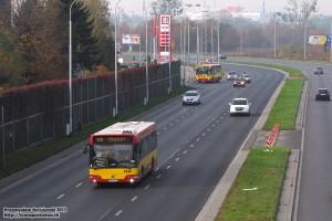 26.10.2013, Wrocław al. Sobieskiego. Volvo na objeździe linii 130.