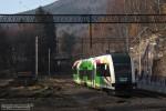 16.11.2013, Szklarska Poręba Górna. SA133-006 stoi na żeberku wyremontowanej stacji oczekując swojej godziny odjazdu.