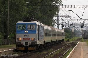 26.06.2013, Wrocław Zachodni. KAMIEŃCZYK to jeden z niewielu pociągów Regio, które na Dolnym Śląsku zestawiane są jeszcze jako tradycyjny skład lokomotywa + wagony.