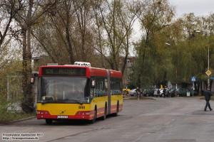 05.11.2013, Wrocław ul. Królewska. Volvo na zmienionej trasie z powodu remontu bocznicy kolejowej do zakładów Whirpool.
