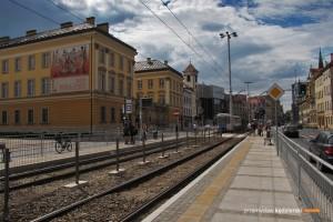 """1.06.2015, Wrocław ul. Kazimierza Wielkiego. Nowy tymczasowy przystanek """"Zamkowa"""" ."""