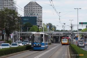 16.06.2015, Wrocław pl. Grunwaldzki. Skład #2364+2363 na linii 0P.
