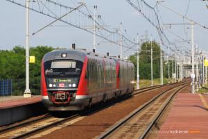 17.07.2013, Wrocław Żerniki. Pociąg Wrocław-Drezno przejeżdża przez stację.