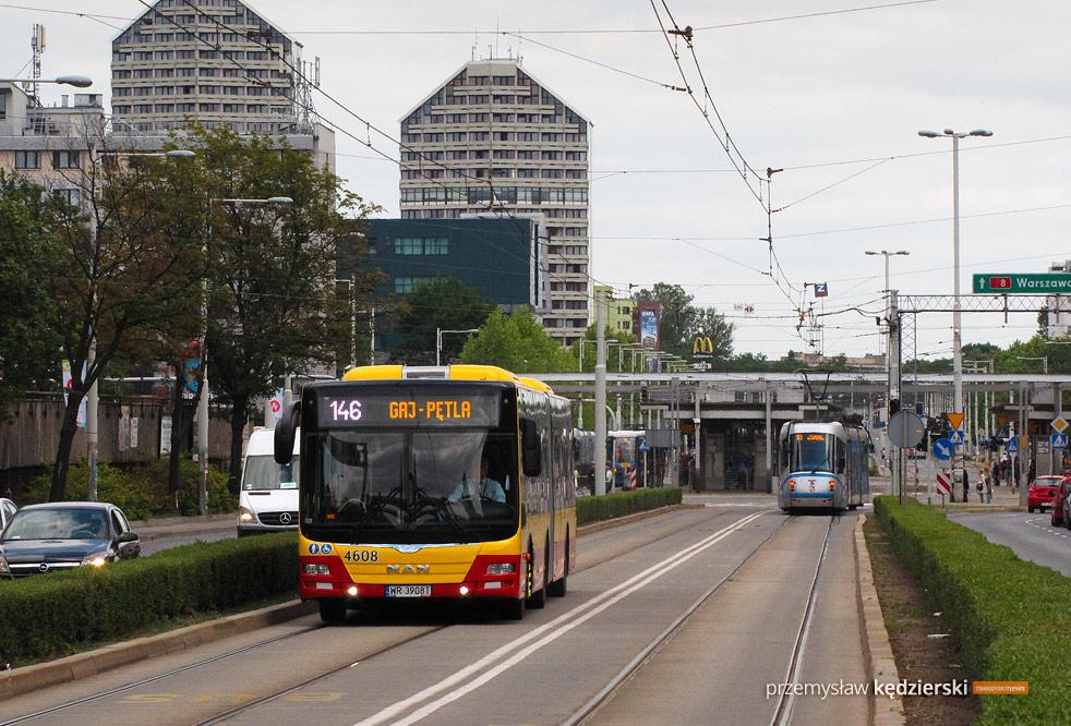 Zmiany tras linii autobusowych na placu Społecznym