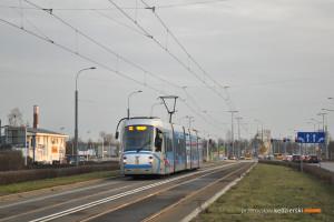 15.02.2016, Wrocław, ul. Bardzka. Skoda na linii 32.