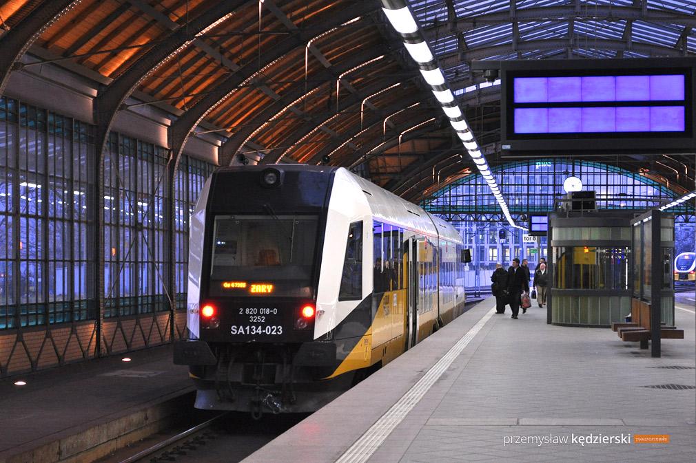 Od 28 kwietnia dojedziemy pociągiem do Adršpachu