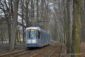 14.03.2016, Wrocław al. Różyckiego. Skoda na linii 33.