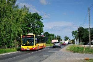 30.05.2016, Wrocław, ul. Obornicka. Mercedes na linii 105.