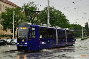 30.06.2016, Wrocław, pl. Grunwaldzki. Moderus na linii 4.