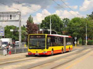 8.06.2017, Wrocław, al. Kochanowskiego. Mercedes na linii 131. fot. Janusz Jakubowski.