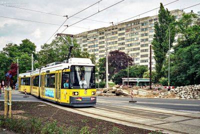 24.05.2000, Wrocław, ul. Powstańców Śląskich. AdTranz GT6N na linii 24. fot. wg / wgmnie.net