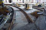 7.03.2019, Łuk torowy między północną częścią Hubskiej i Glinianą ma już docelowy kształt i jest umocowany do podbudowy. fot. Licho/fotopolska.eu CC/BY/SA.