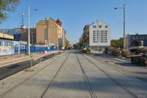 17.04.2019, Wrocław, Ulica Hubska, po prawej stronie będzie przystanek. fot. Neo[EZN] / fotopolska.eu, CC BY-SA 4.0