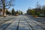 17.04.2019, Wrocław, ul. Hubska. Na sporym odcinku przebudowywanej ulicy niewiele pozostało do zrobienia. Po prawej i lewej stronie jezdni widać ścieżki rowerowe. fot. Neo[EZN] / fotopolska.eu, CC BY-SA 4.0
