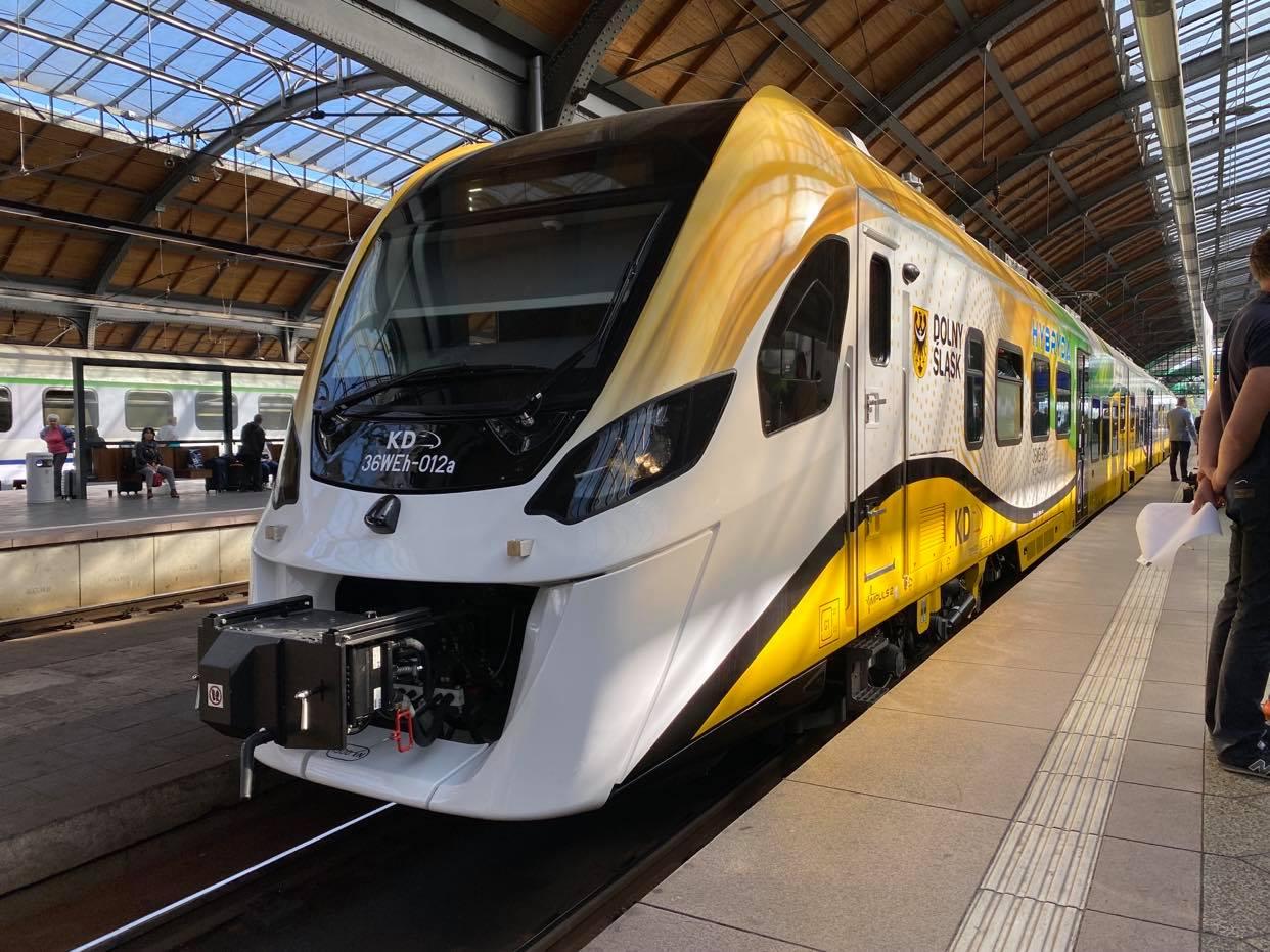 Pierwszy spalinowo-elektryczny pociąg już w Kolejach Dolnośląskich